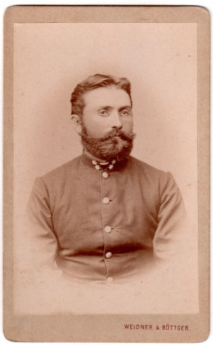 MUO-016220/10: Portret časnika: fotografija