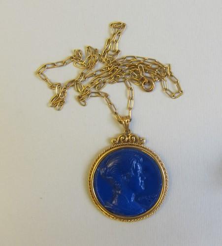 MUO-045857: medaljon