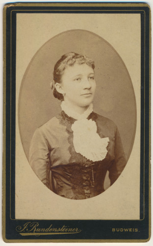 MUO-005609/40: Portret dame u ovalu: fotografija