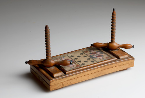 MUO-006561: tijesak za igraće karte
