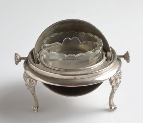 MUO-028935: soljenka s polukružnim poklopcem