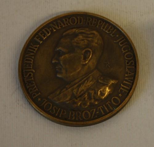MUO-011906: PRETSJEDNIK FED. NAROD. REPUBL. JUGOSLAVIJE JOSIP BROZ - TITO / USPOMENA NA PUT 1954-55 U INDIJU I BURMU: medalja