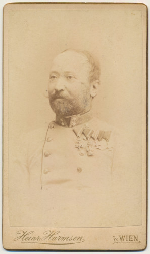 MUO-007461/12: Muškarac u uniformi: fotografija