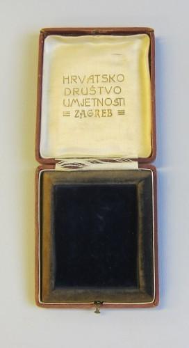 MUO-000641/02: Kutija uz plaketu SVE ZA VJERU I ZA DOMOVINU: kutija